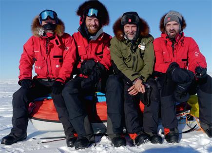 f58696f9 «Vi» er skiløperen Vegard Ulvang, direktøren ved Norsk Polarinstitutt,  Jan-Gunnar Winther, polarhistorikeren Harald Dag Jølle - og altså forfatter  og ...
